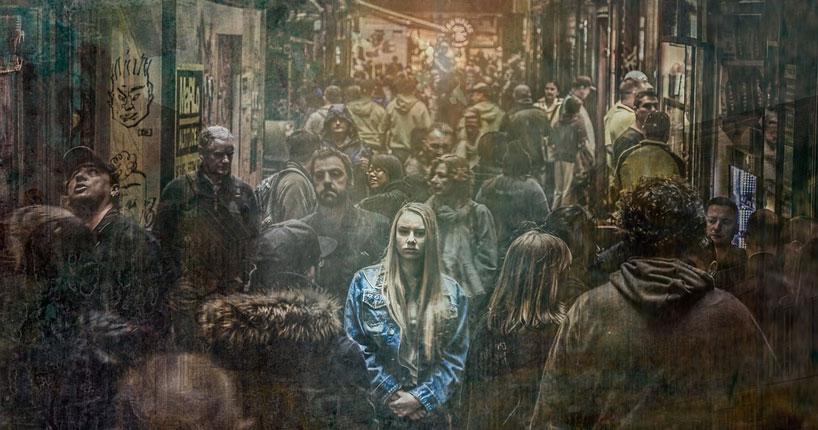 woman-alone-street